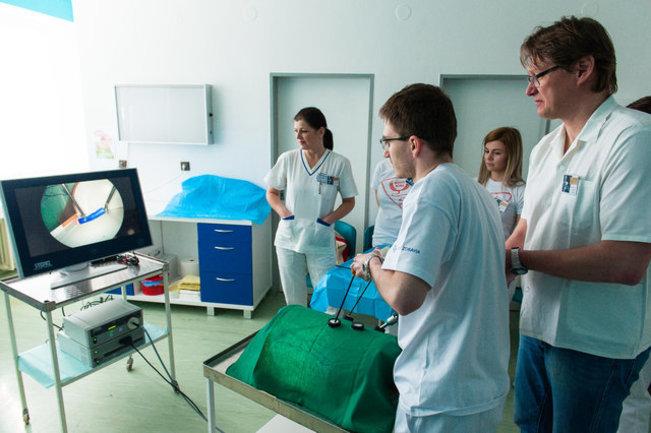2017-04-08-SZ-Medik roka-Prvy den-Laparoskopia1.jpg